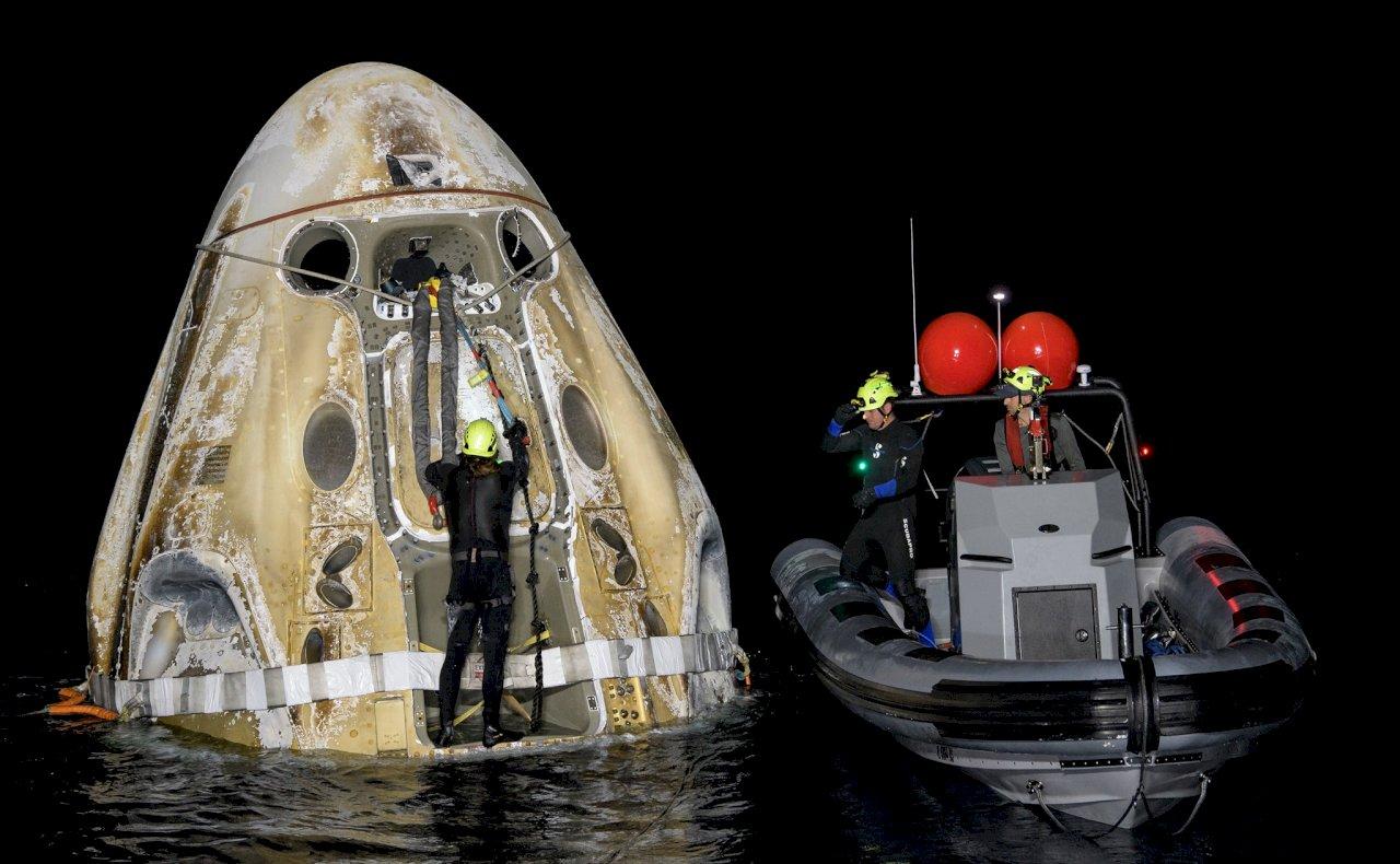 NASA逾50年來首見 SpaceX太空船夜間降落海上