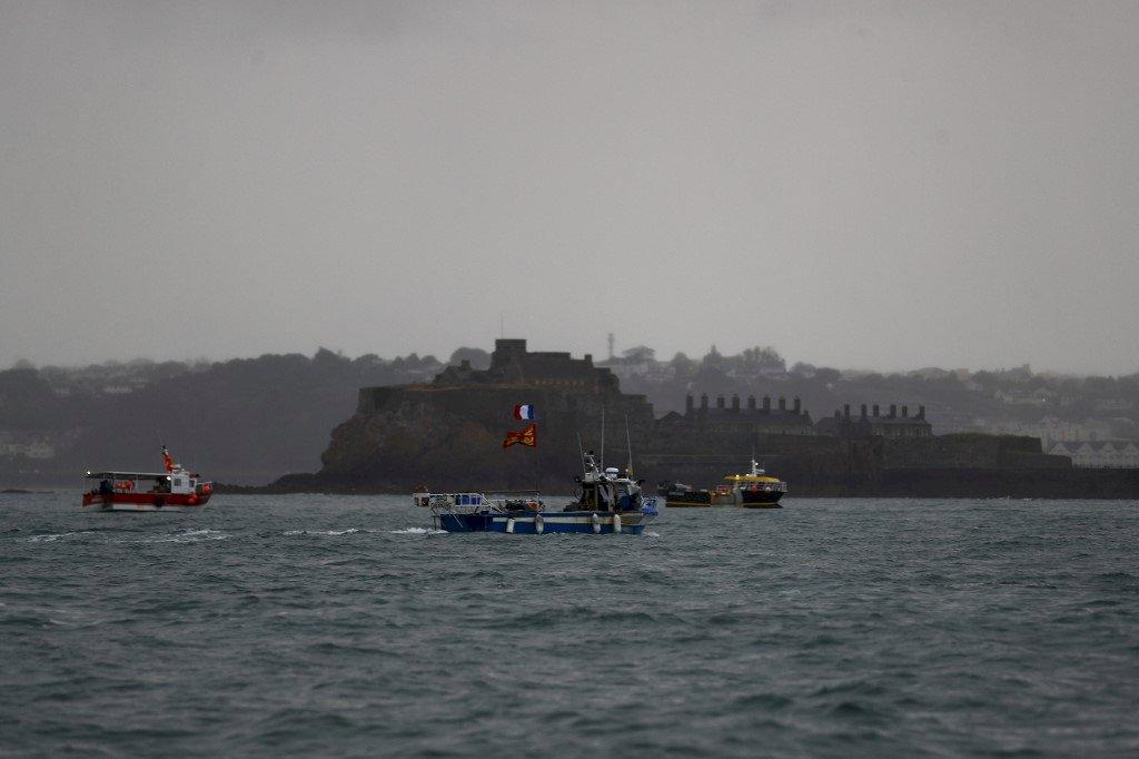 英法為漁權對峙情勢降溫 船艇各自撤離澤西島