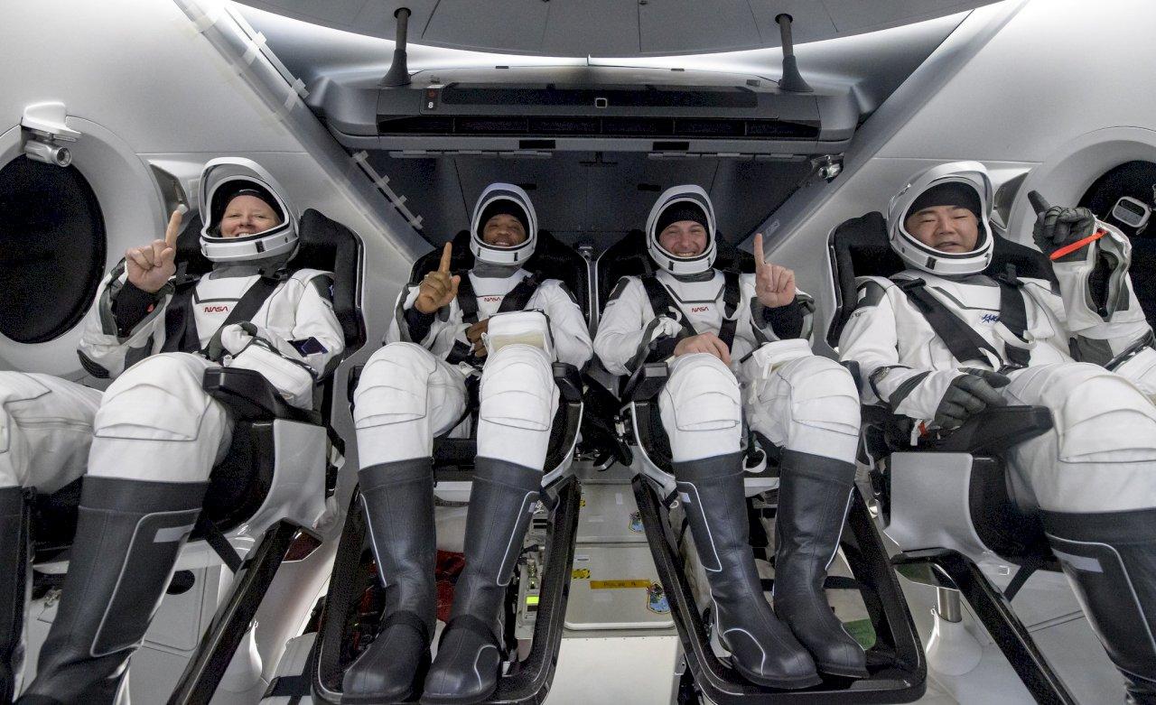 SpaceX太空船降落海上 太空人談經歷想到卡通