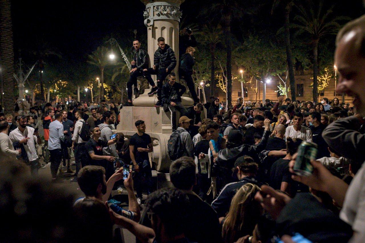 西班牙解除疫情緊急狀態 民眾歡慶如同過年