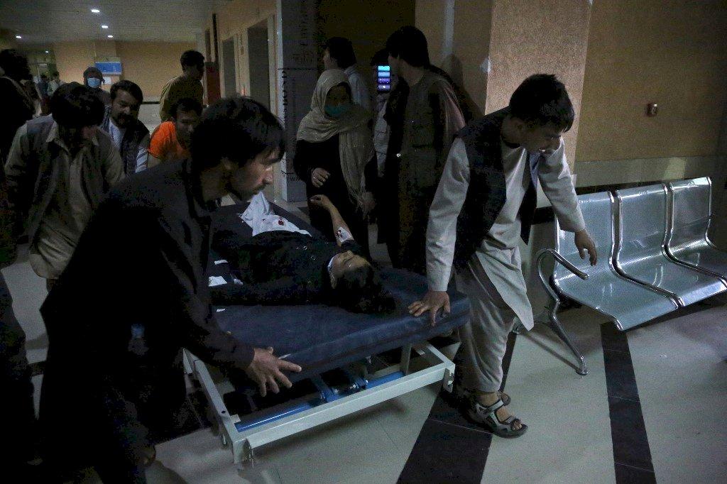 阿富汗一所高中遭炸彈攻擊 至少55人死亡、150人受傷