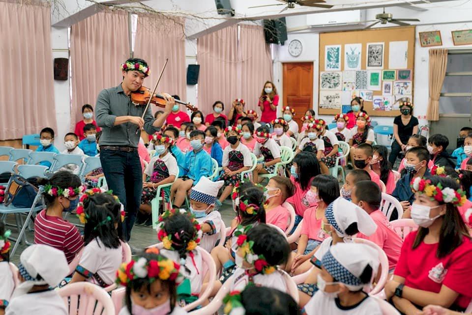 小提琴家陳銳帶領青年音樂家   牽起與卑南阿美族孩童音樂情緣