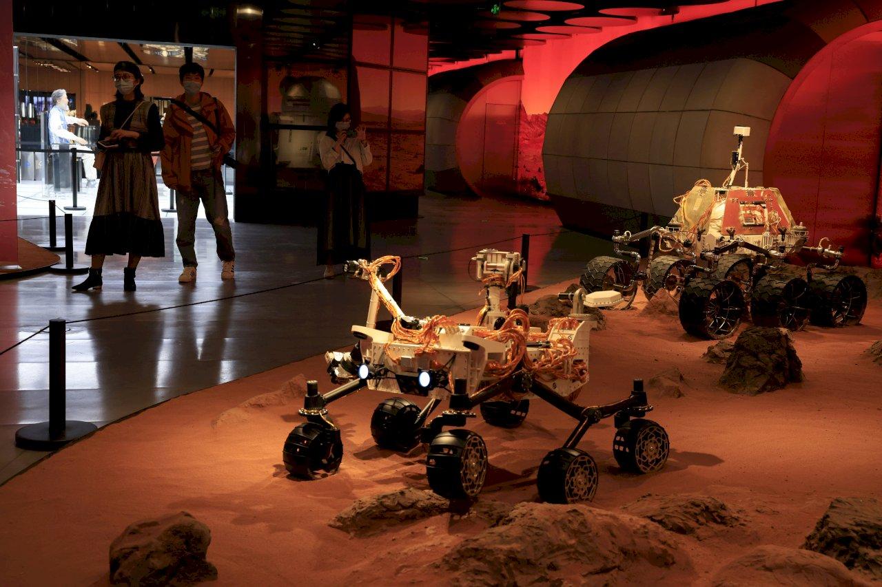 你好火星 中國天問一號成功在火星著陸