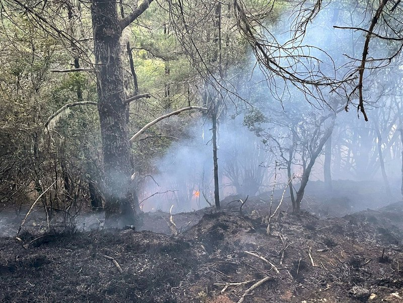 玉山八通關森林火災 直升機支援3架次投水