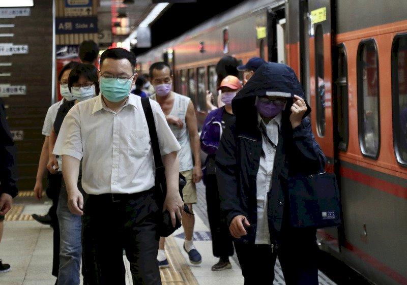 雙北三級警戒首個上班日   台鐵祭出管制因應措施