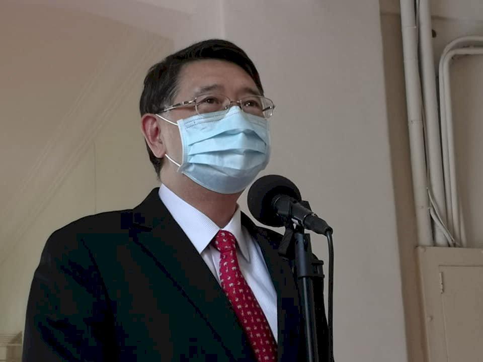 立院防疫再升級 委員會降低開會人數、架設隔板