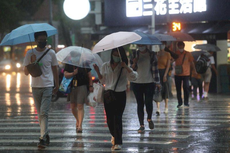 鋒面由北往南掃過台灣 午後慎防劇烈降雨