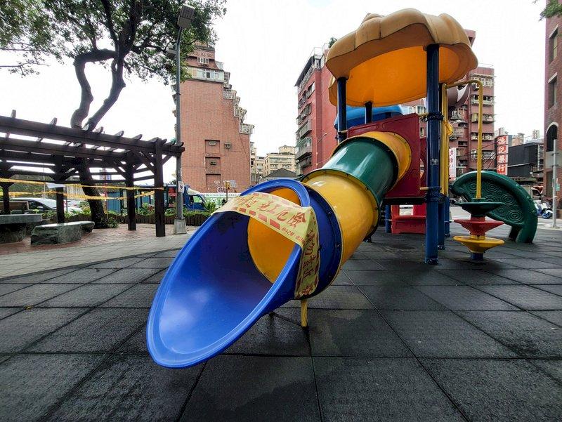 公園溜滑梯開放有前提 陳時中:得做好防疫