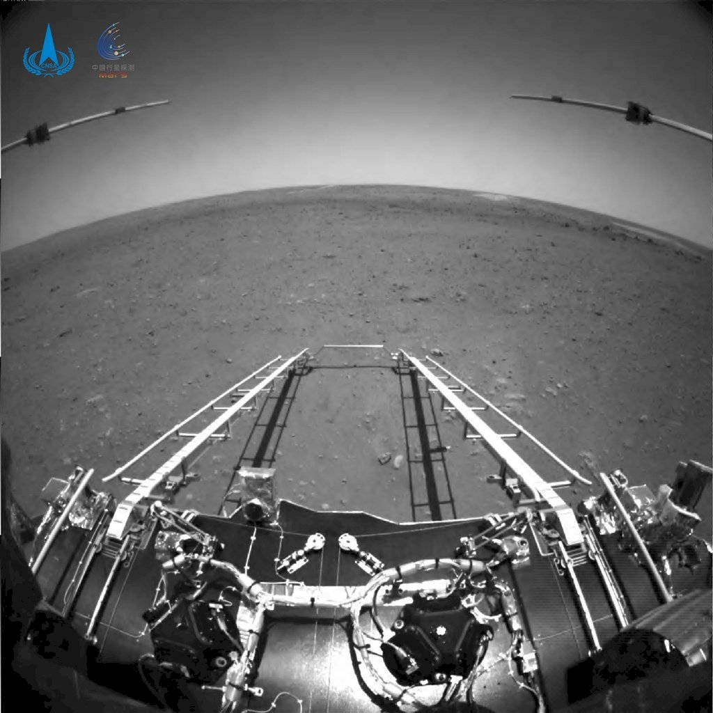 中國祝融號駛離著陸平台 開始在火星表面巡視