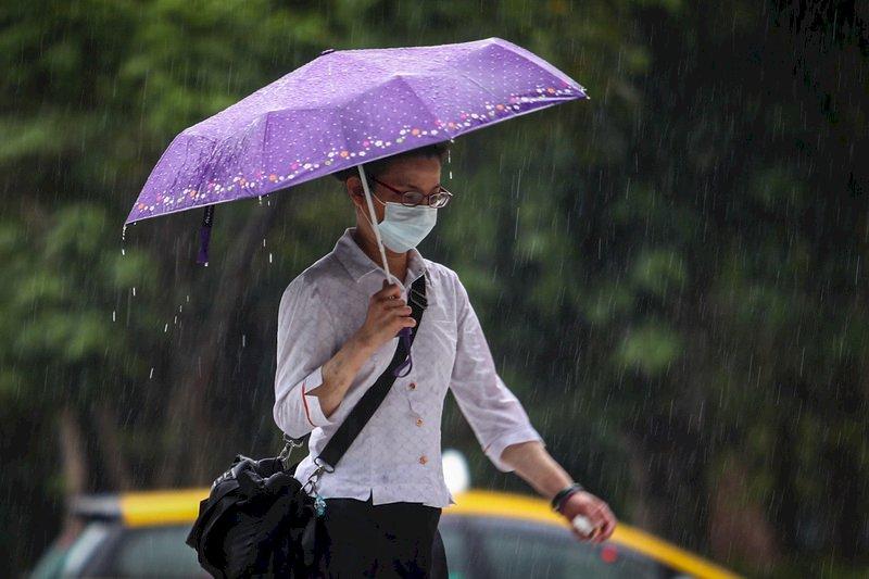 鋒面漸近各地將轉有雨 感受悶熱