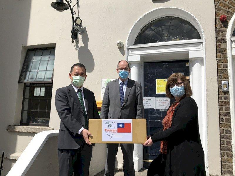 助都柏林無家者防疫 台灣捐贈個人防護裝備