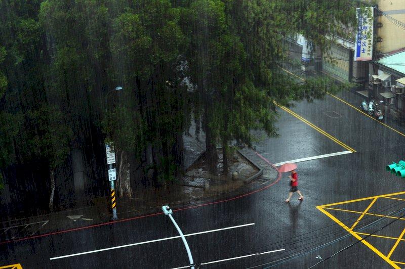 滯留鋒面影響 留意短時強降雨大雨豪雨