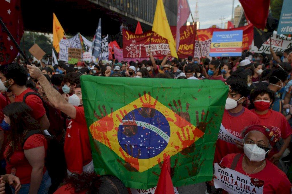 不滿防疫政策 巴西全國抗爭要求波索納洛下台