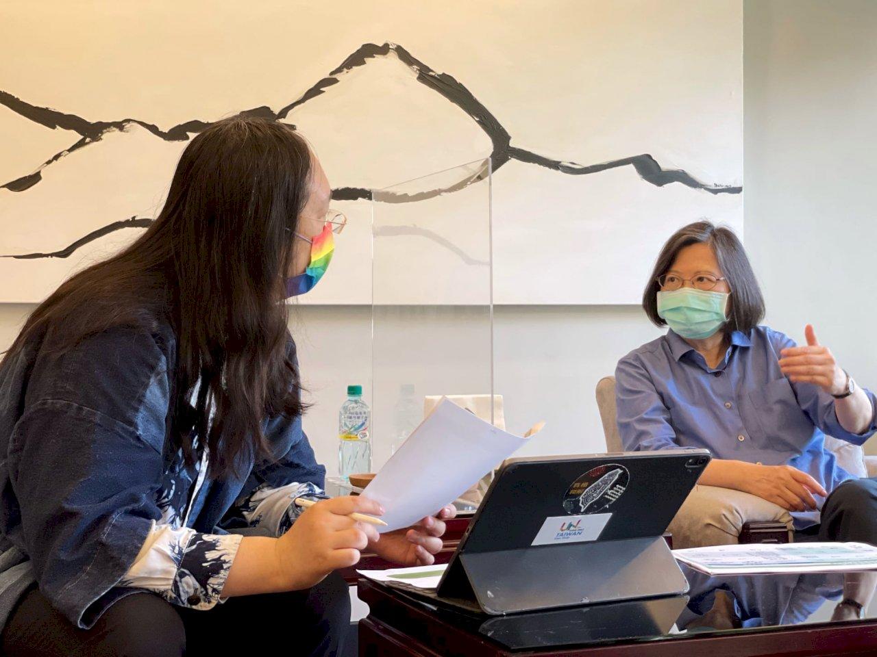 疫苗施打預約系統測試中 唐鳳向蔡總統報告進度