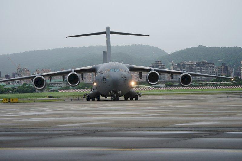 中國對美軍C-17降落台灣低調處理