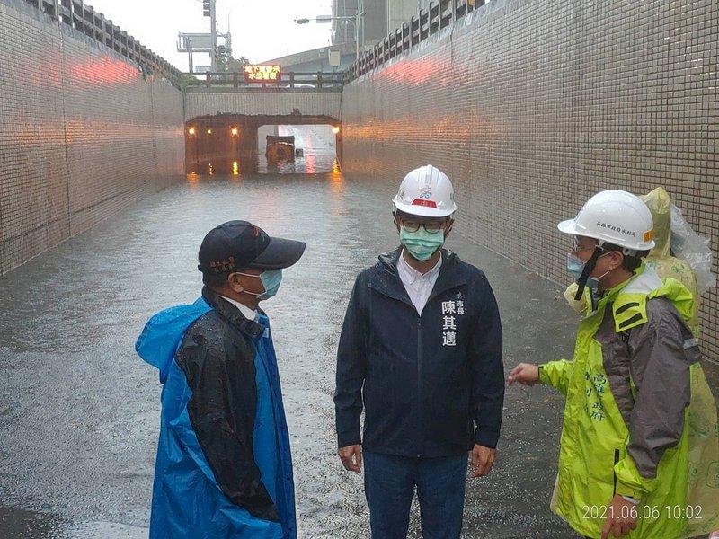 鋒面滯留強灌高屏 水利署發布一、二級淹水警戒