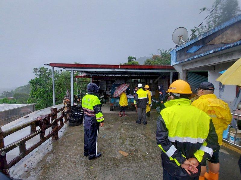 大雨挾帶土石流 高雄山區急撤逾300人