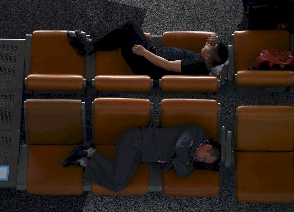 「躺平」成生活哲學 反映中國年輕世代生存困境