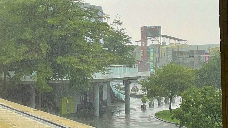 梅雨滯留鋒進逼 明起連3天西半部嚴防豪大雨