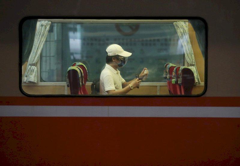 疫情警戒27日起降級 台鐵列車班次恢復