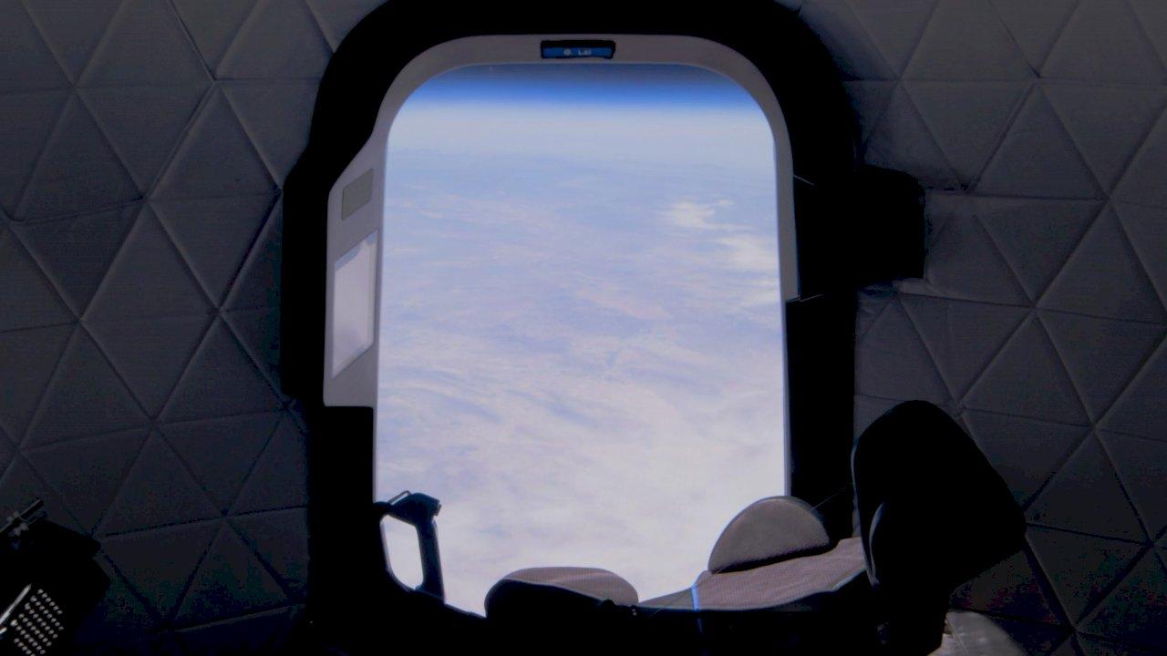 與貝佐斯同行飛往太空觀光 代價2800萬美元
