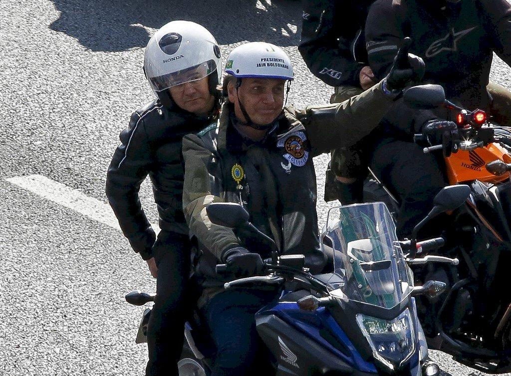 與支持者機車集會未戴口罩 巴西總統波索納洛遭罰