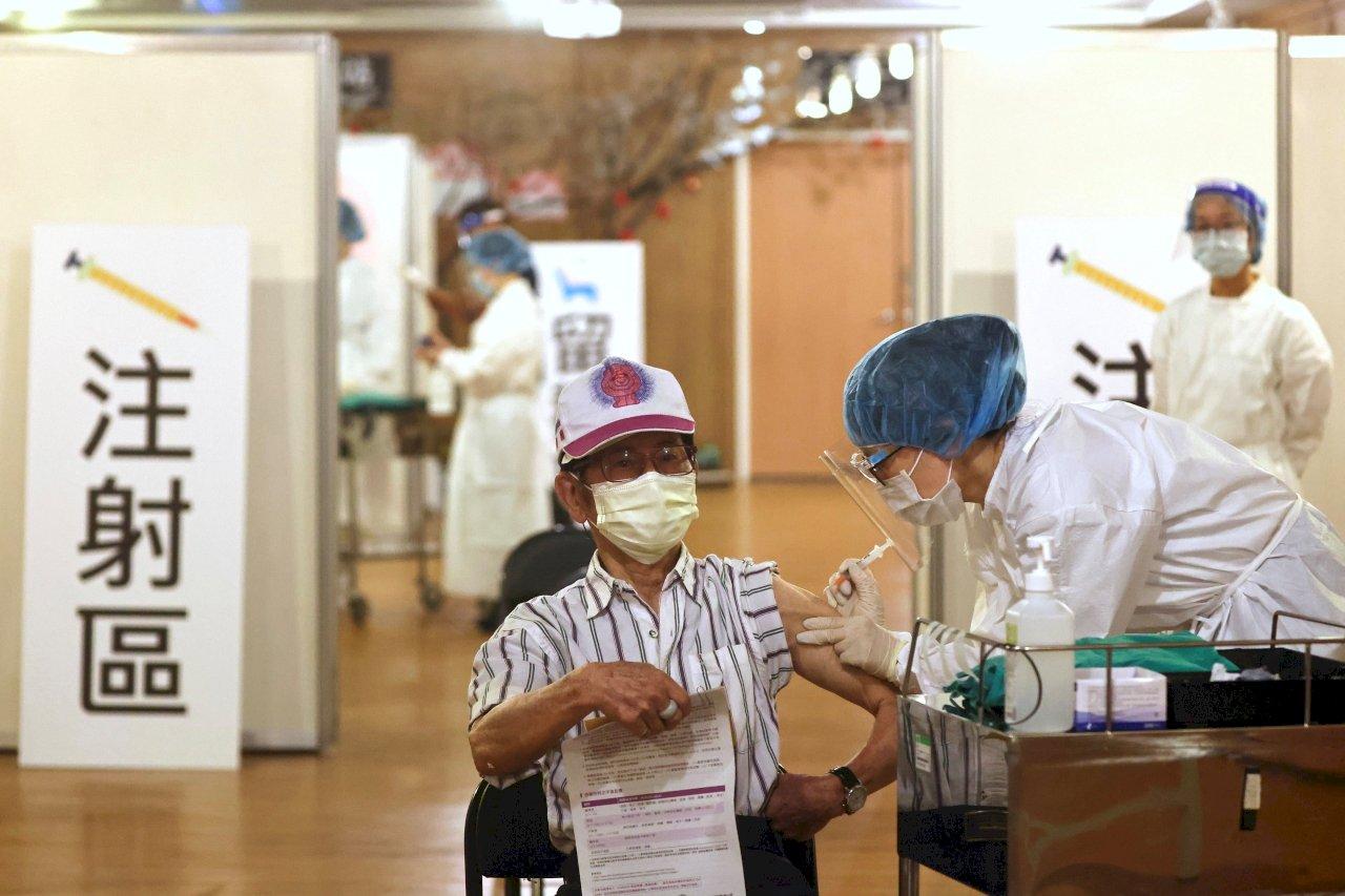 台北市開放第三波疫苗接種 75歲長者20日起可線上預約