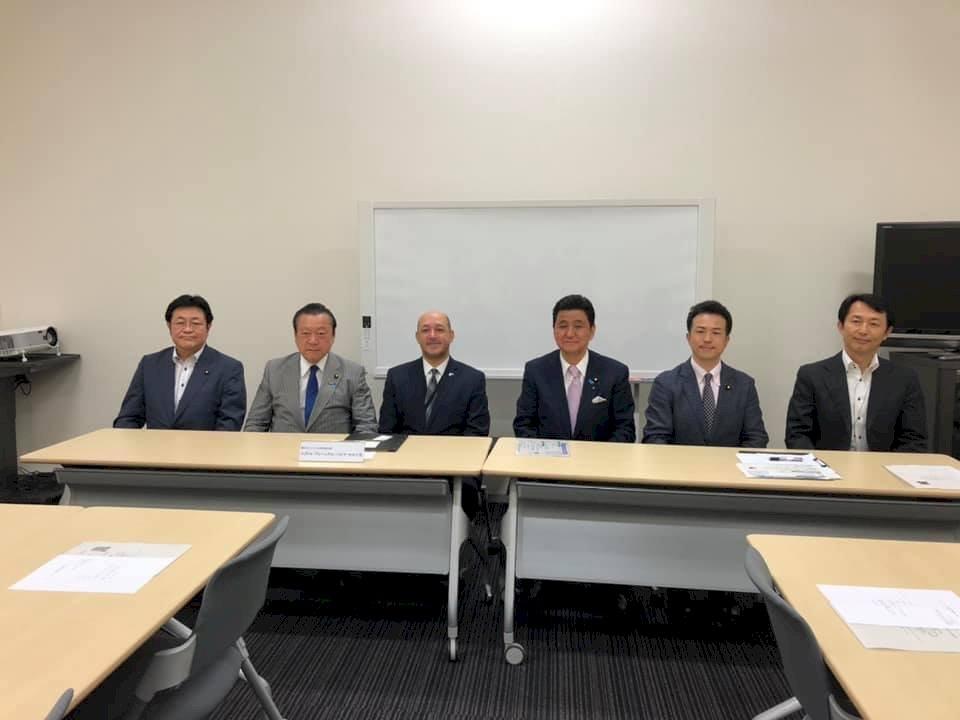 岸信夫任日本宏都拉斯議員聯盟會長  被視為助台