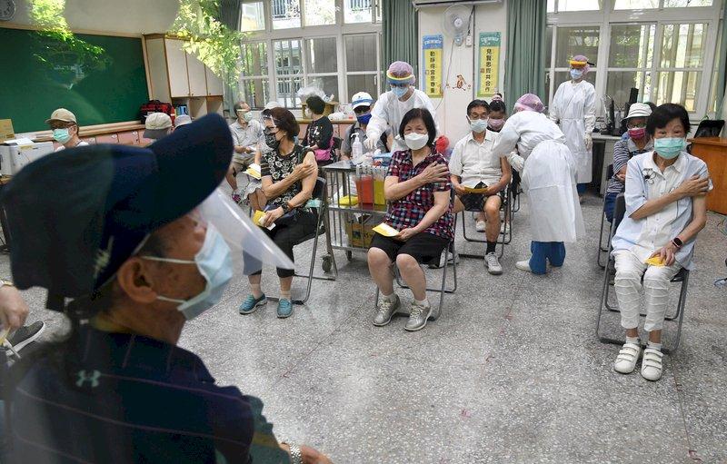 三級警戒再延長 蘇揆:圍堵社區群聚、加速施打疫苗