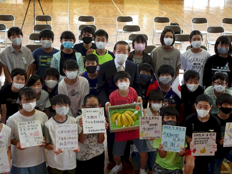 謝長廷東奧接待城送香蕉 內心惦記爭取疫苗