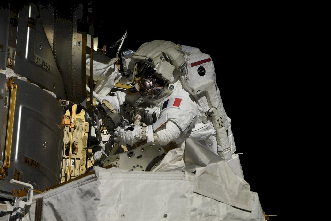 提升ISS電力供應 美法太空人冒險太空漫步