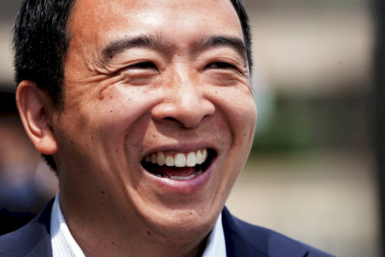 民主黨紐約市長初選 亞當斯領先楊安澤退選