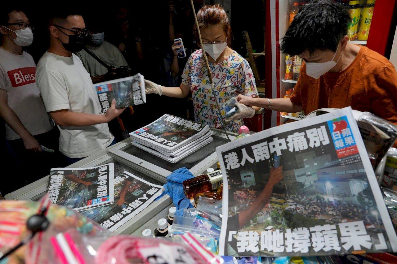 歷史洪流下的淚與反抗 香港蘋果日報最終章