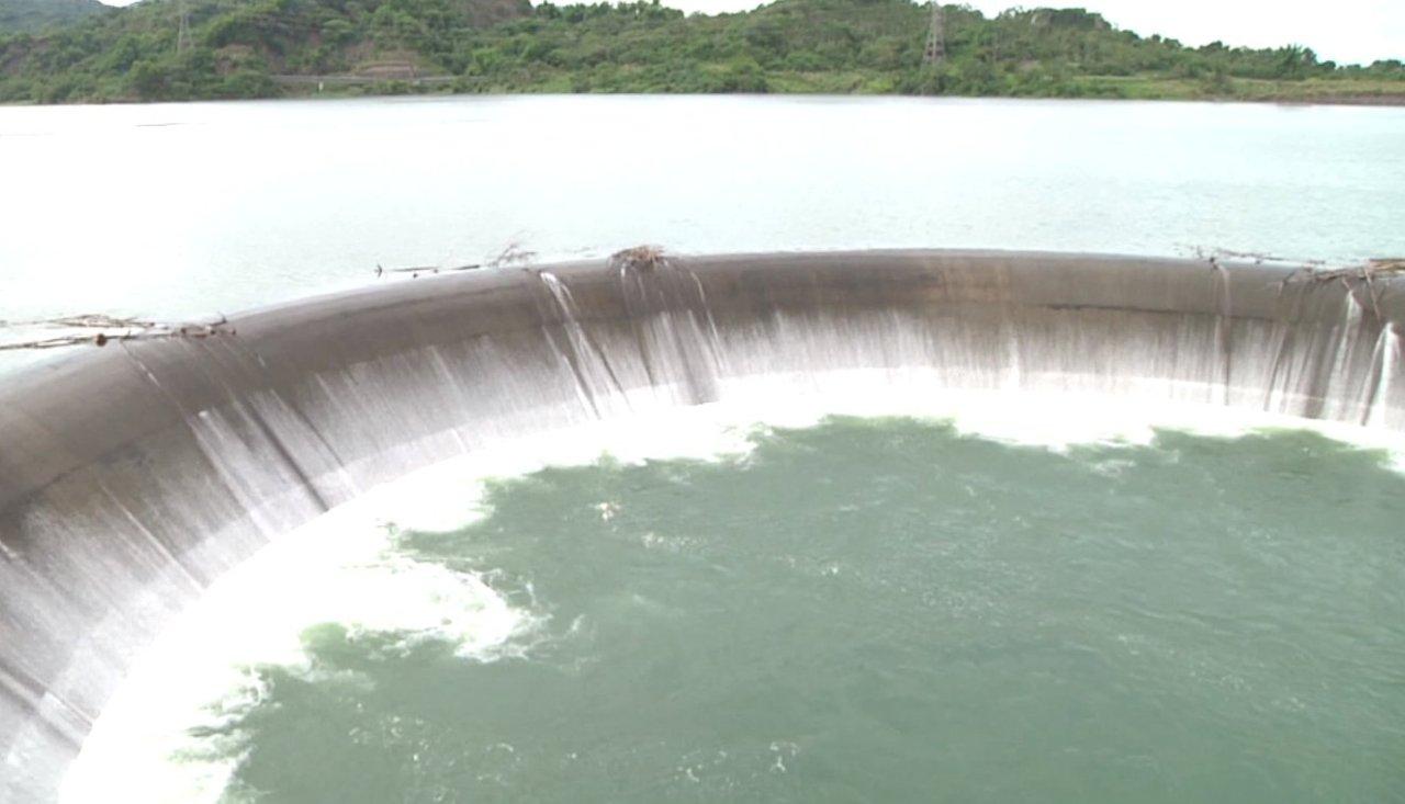 雲林湖山水庫滿水位 預估自然溢流3天(影音)