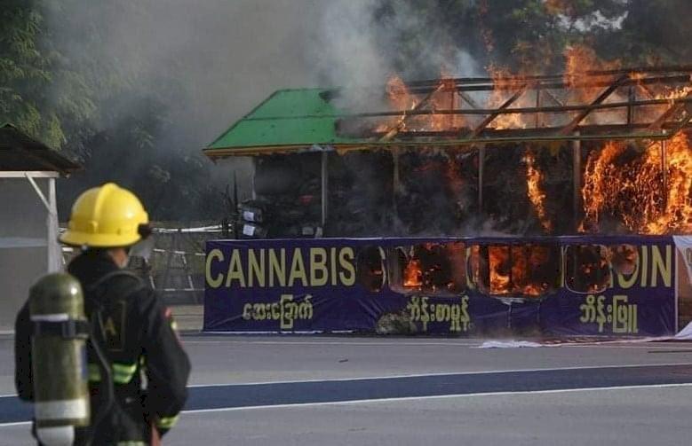 緬甸年度燒毒品日 6億多美元毒品灰飛煙滅