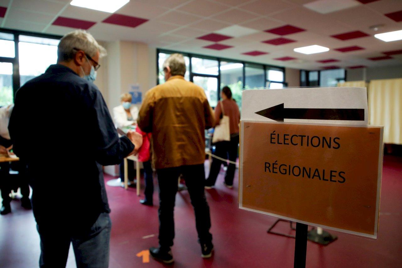 法國地方選舉展開第2輪投票 馬克宏雷朋再遇考驗
