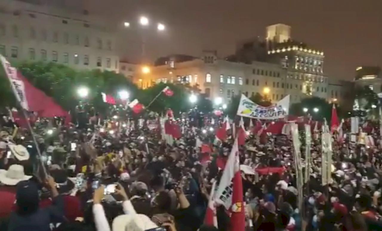 祕魯總統大選結果搞不定 左右兩派支持者街頭抗爭