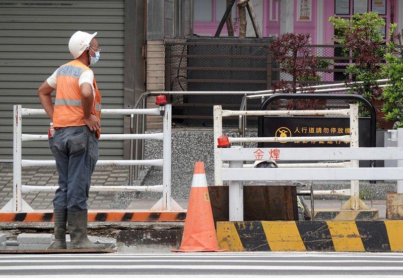 紓困被扣抵薪資勞工領不到 時力要求政府函示保障勞工權益