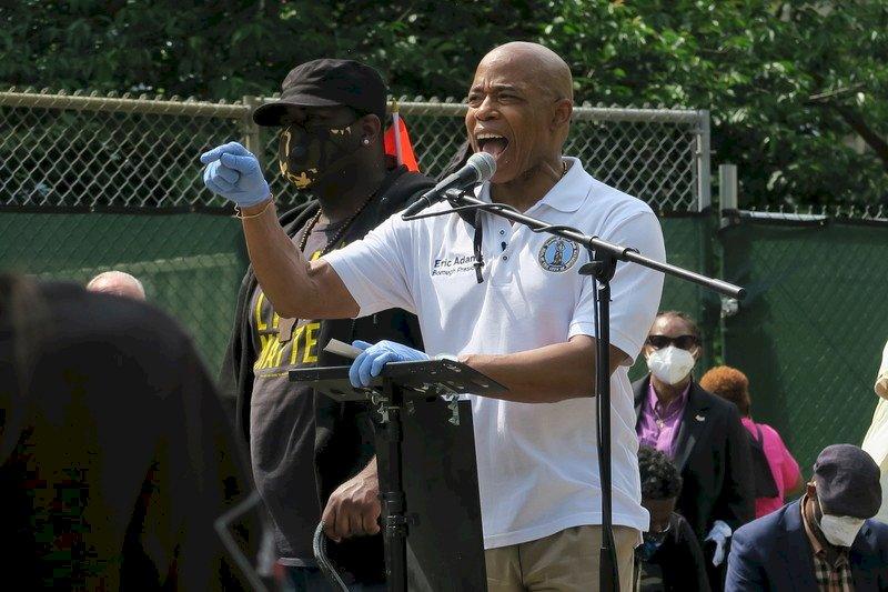 前警察亞當斯贏民主黨初選 可望成下任紐約市長