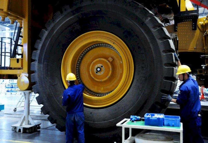 疫情影響景氣 中國PMI、NMI創1年半新低