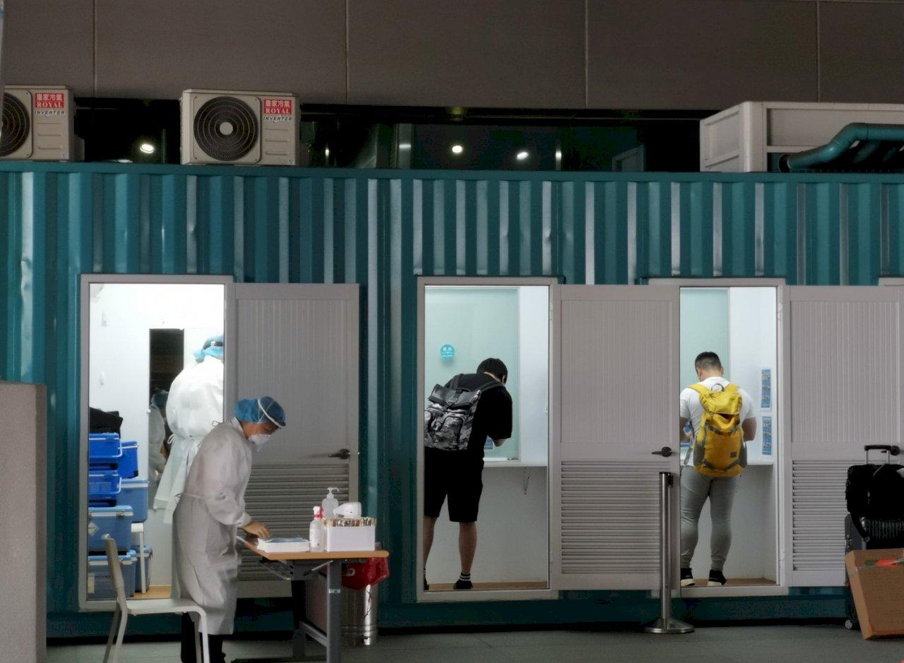 桃機入境旅客全面PCR首日順暢 6日將增設26座採檢站