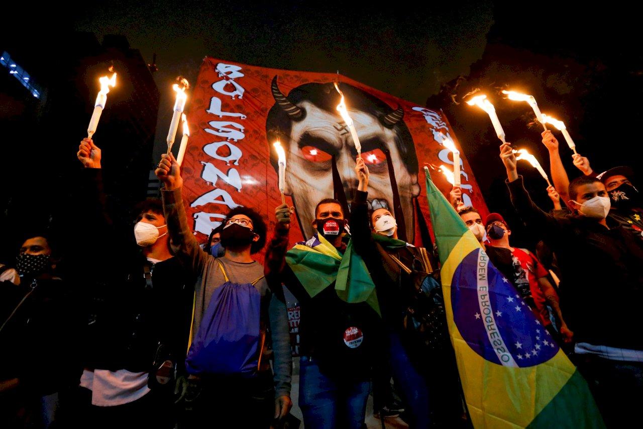 巴西民眾連續第三天示威 要求彈劾波索納洛