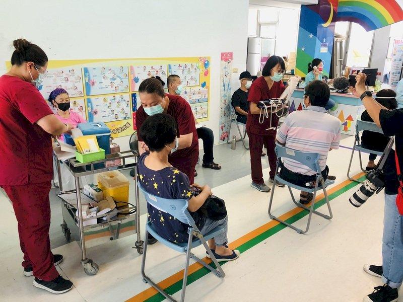 台東僅加配300劑AZ疫苗 指揮中心:配撥量逾預約人數