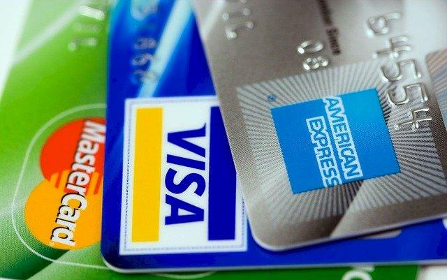 商家含淚!信用卡實體通路消費 3銀行大減逾50億