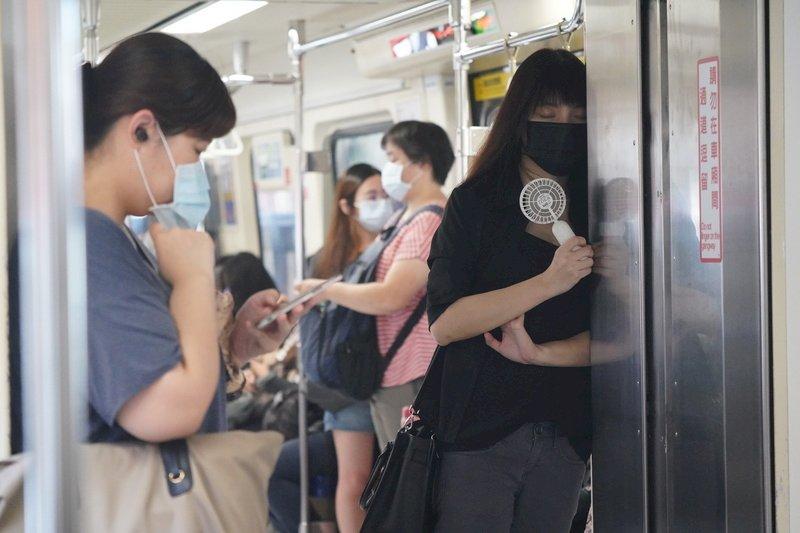 薛瑞元:疫情警戒降級並非不可能 但要做好警戒措施