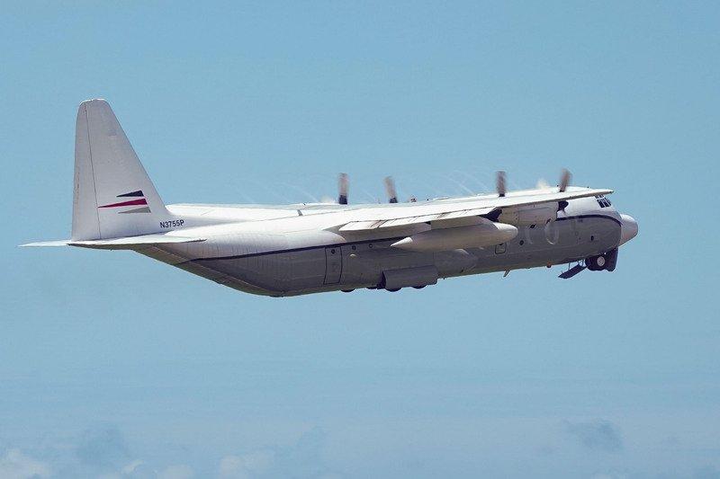 疑似美國C-130運輸機降落桃機 短暫停留後飛離