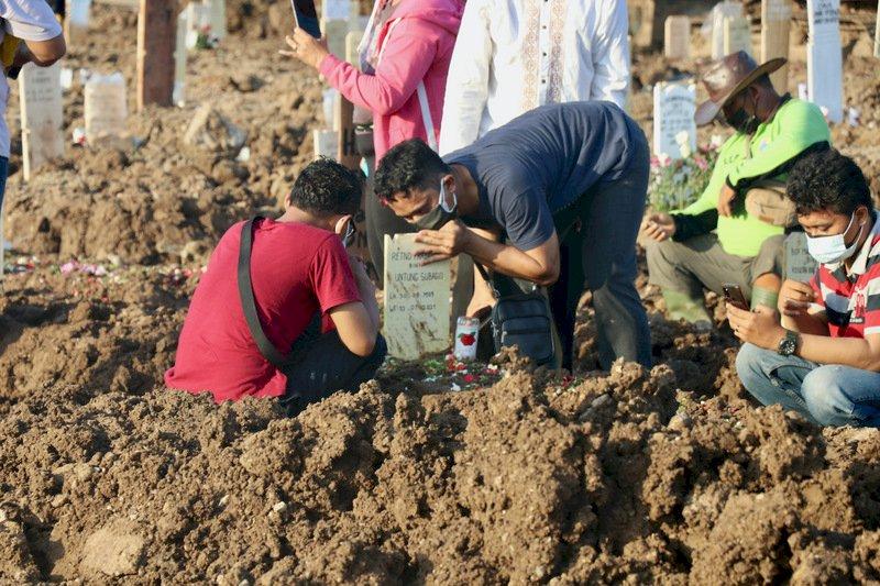 印尼連4天單日死亡破千 雅加達逾3000人等病床