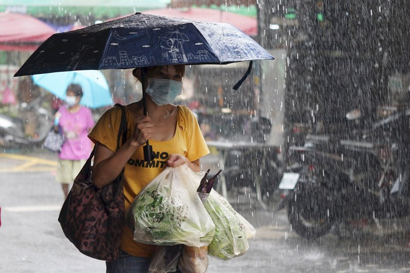颱風烟花掃過帶來雨勢 預計近中午解除海警