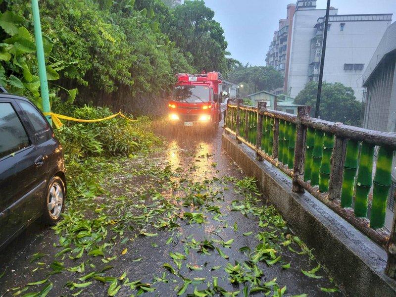 烟花颱風無重大災情 北市府籲低窪地區及外出民眾留意雨勢