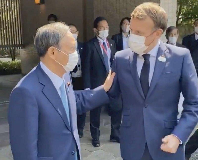 馬克宏東京會見菅義偉 盛讚法日友好關係